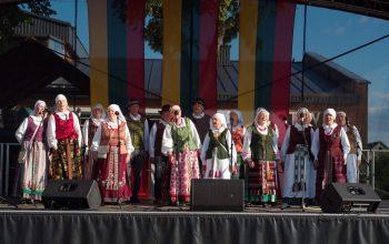 """""""Dviejų gimtinių nebūna"""" – tradicinė šventė Onuškyje"""