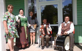 Tiltuose lankėsi etnomuzikologai iš Latvijos