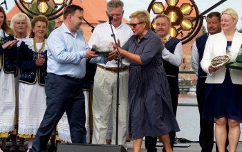 """Trakų kultūros rūmų direktorius Edvardas Keizikas apdovanotas Sidabro garbės ženklu """"Už nuopelnus"""""""